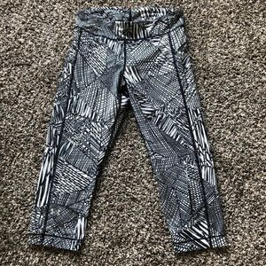 Under Armour Capri Athletic Abstract Leggings
